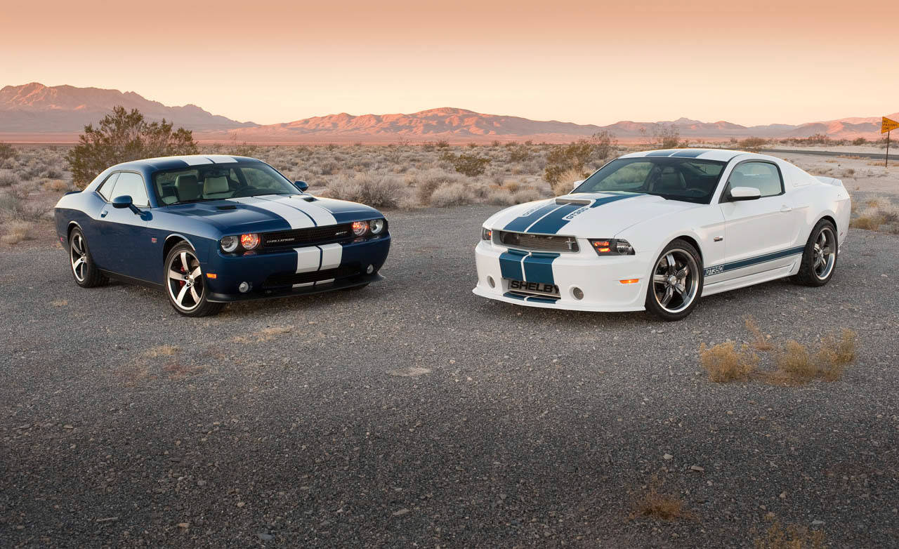video dodge challenger srt8 392 vs shelby gt350 no car no fun muscle cars and power cars. Black Bedroom Furniture Sets. Home Design Ideas