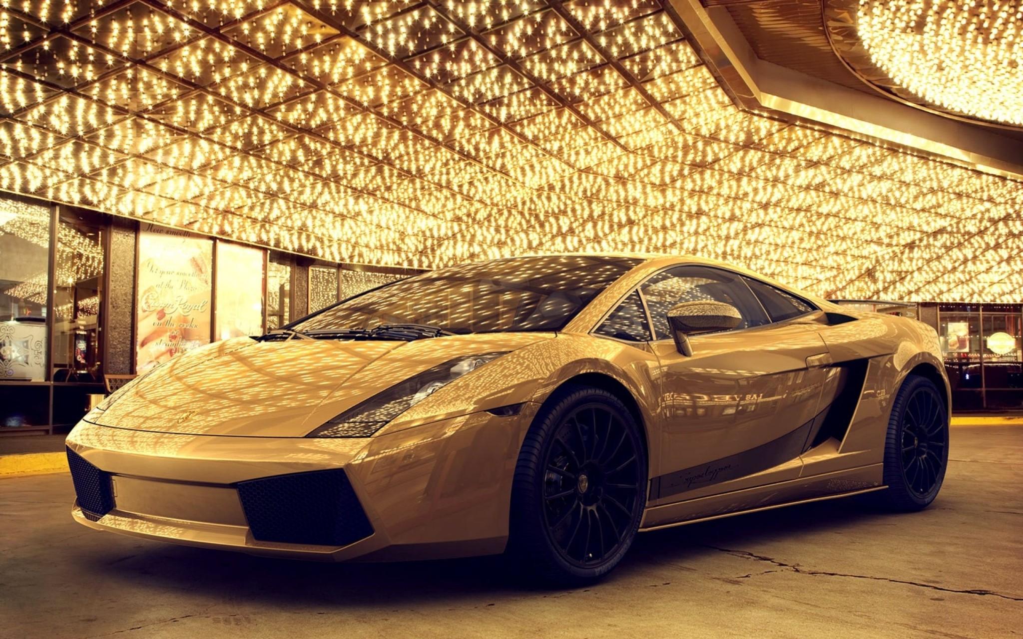 Ngất ngây với xe Lamborghini mạ vàng trị giá 7,5 triệu đô