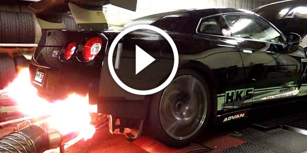 Nissan R35 Gt R Shooting Flames While Shifting Gears
