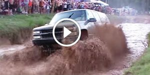 Awesome Jeeps Rolling In The Mud