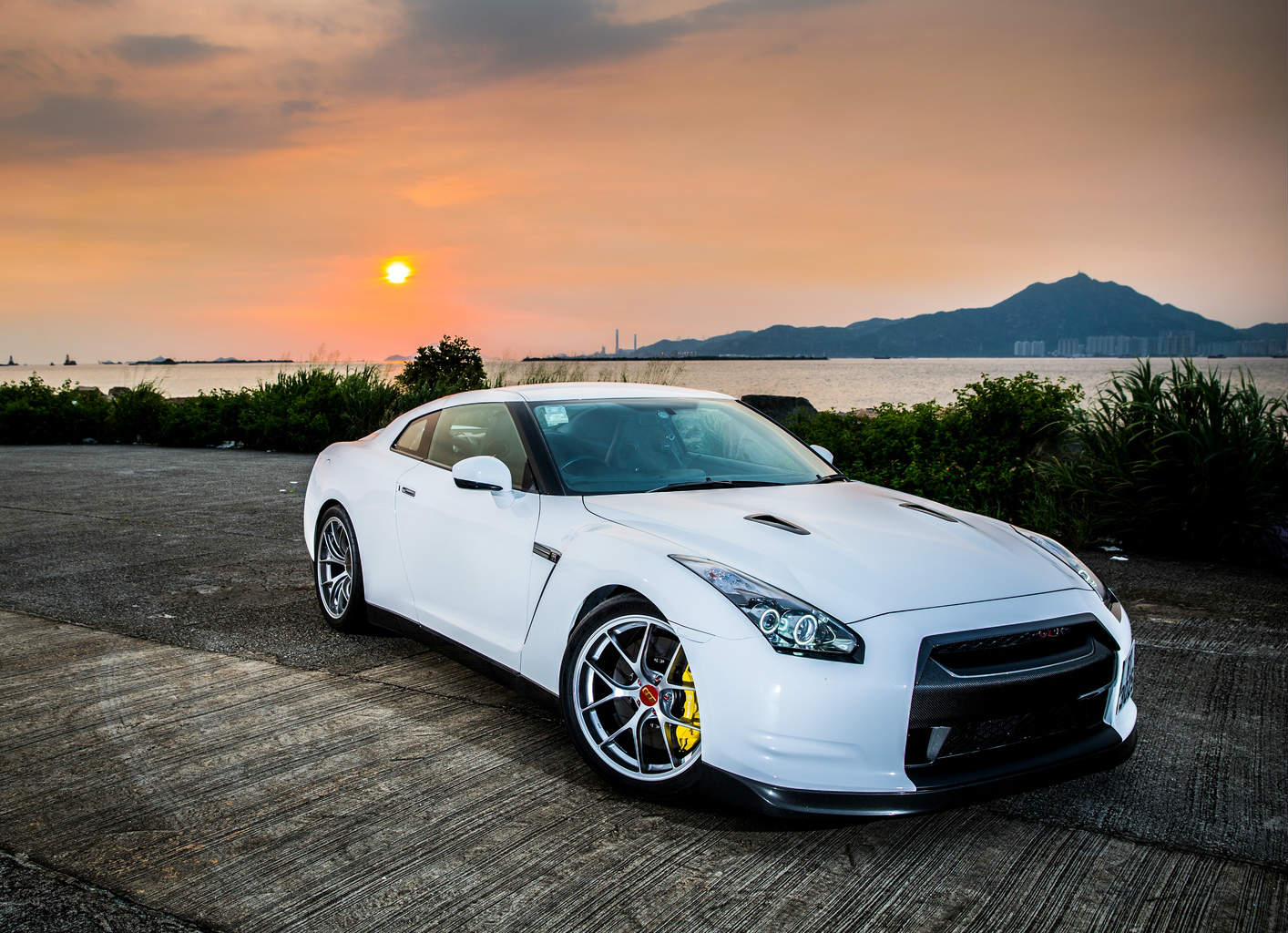 gorgeous white pearl 2007 nissan gt-r premium edition in honk kong
