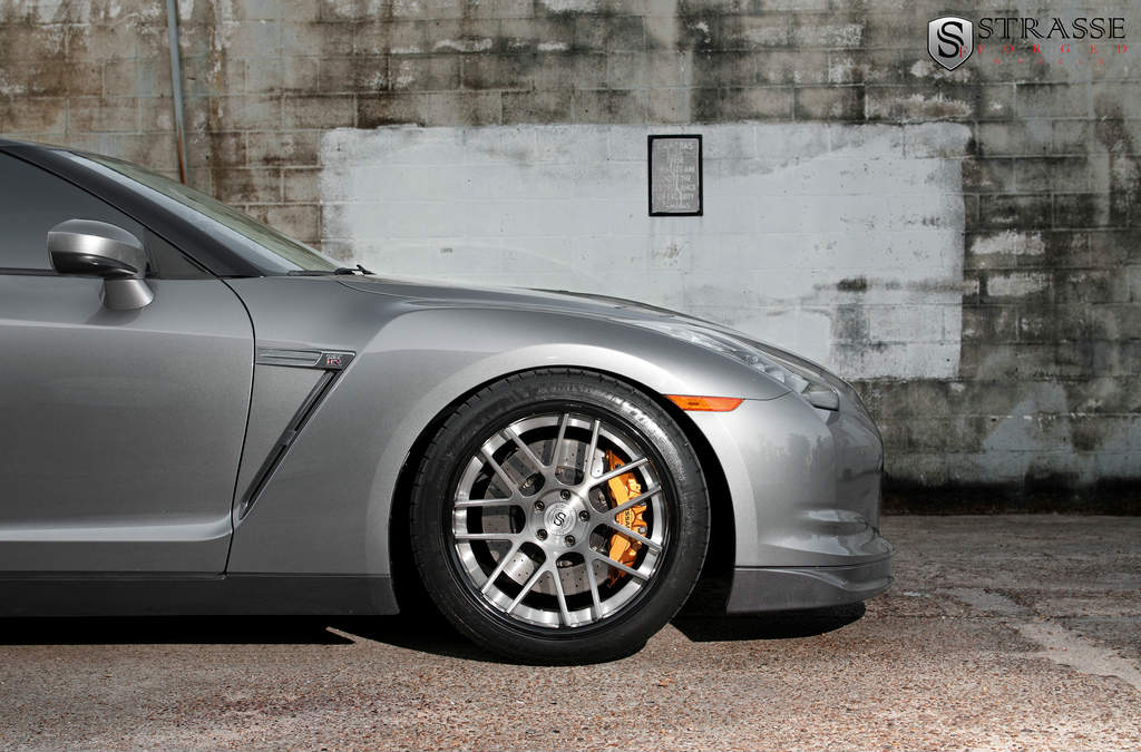 Nissan Gt R With 20 Inch Sm 7 Deep Concave Strasse Forged