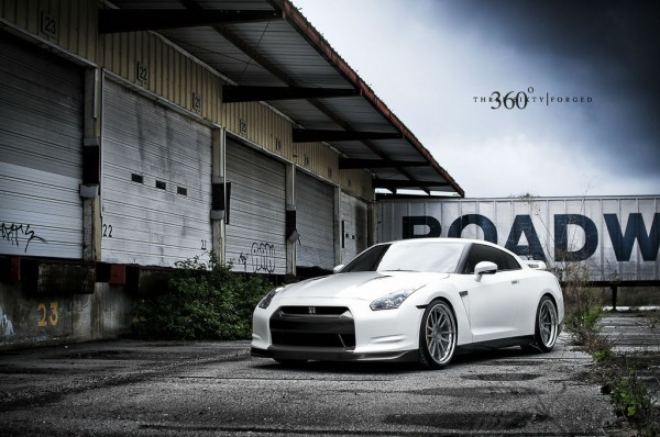 nissan-gt-r-360-forged-concave-spec-12-wheels-photo-three quarter front left view