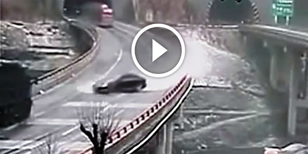 PREPARE YOURSELF – Huge Aquaplaning Leads To Incredible MOTHER OF ALL ACCIDENTS!