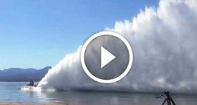 8000 HP boats create waves