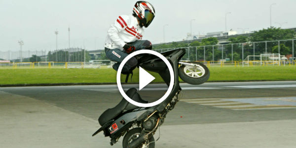 Who Says You Need A 1100cc Bike To Make A Nice Video? Check Out This Awesome Freestyle Stunts With A Scooter!!!
