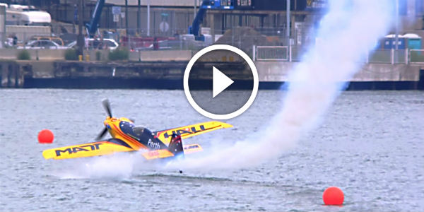 He Skimmed Water During Red Bull Air Race! FANTASTIC AERONAUTICAL SKILLS Saved Australian Pilot Matt Hall !!!
