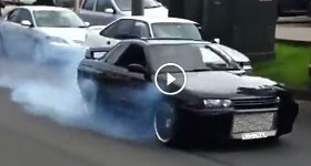 All Wheel Drive GTR Burnout R32 Smokes It Up The Main Street