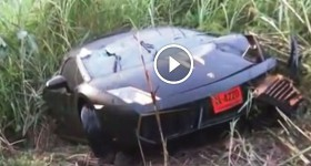 Lamborghini Gallardo Crashes & Splits In Two Pieces! Driver Walks Away Unharmed!