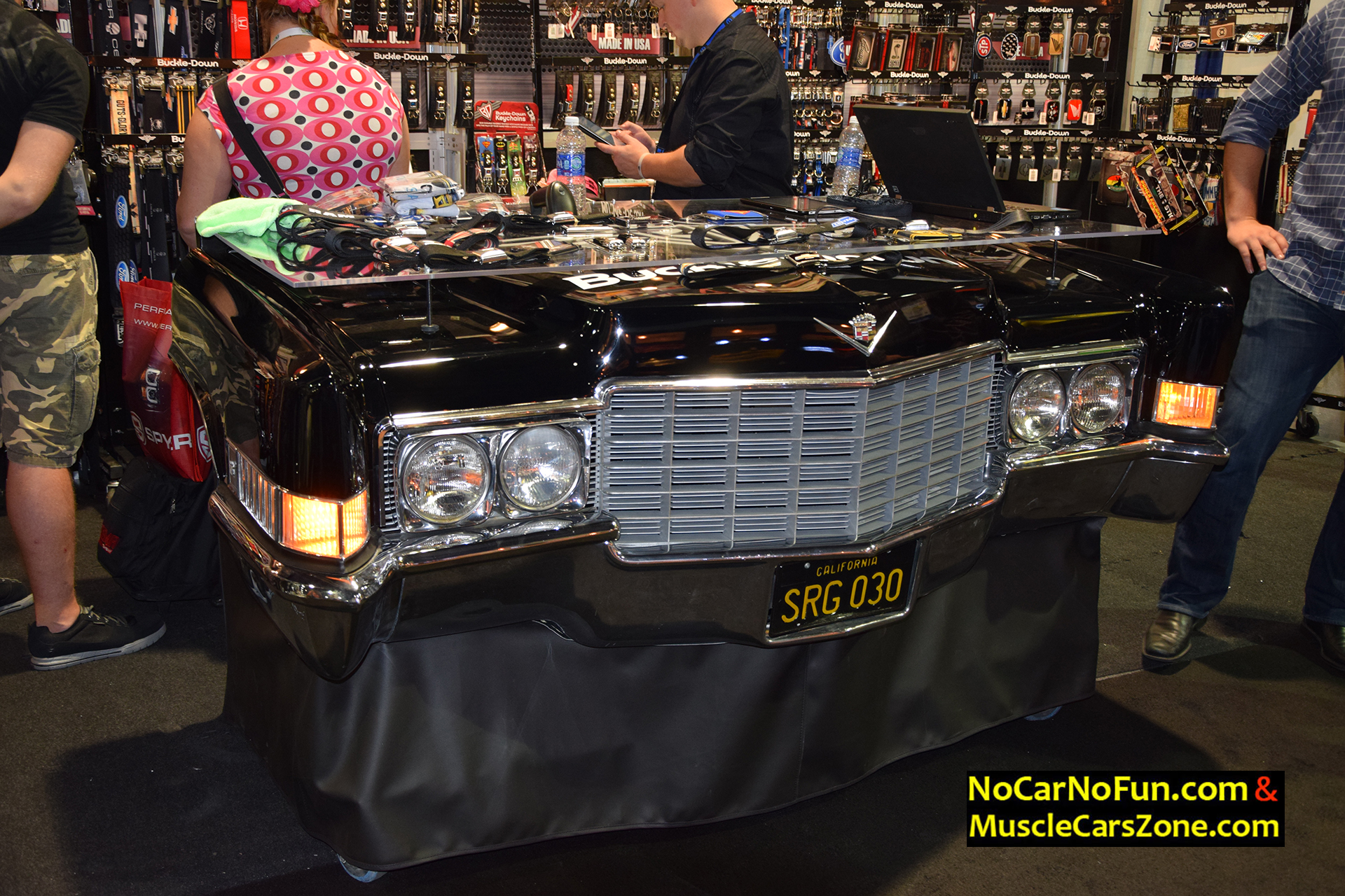funny cadillac deville show stand 2015 sema motor show 3 no car no fun muscle cars and. Black Bedroom Furniture Sets. Home Design Ideas